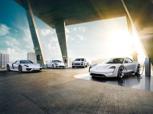 Porsche E-Performance. Suunta: tulevaisuus.