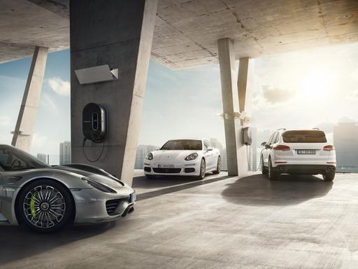 Porsche E-Mobility. Suunta: tulevaisuus.