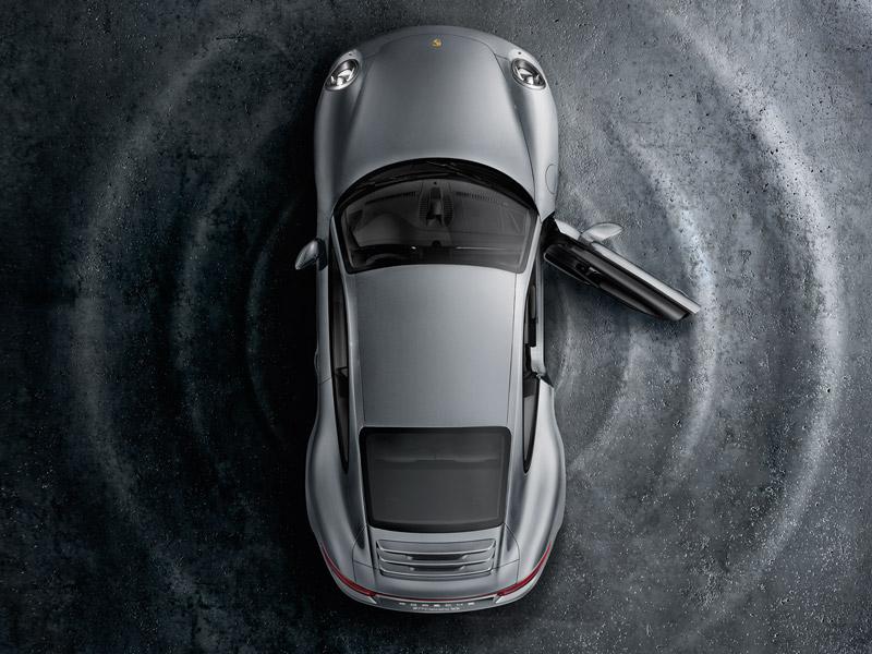 Ylistys äänentoistolle. Porsche Sound Systems.