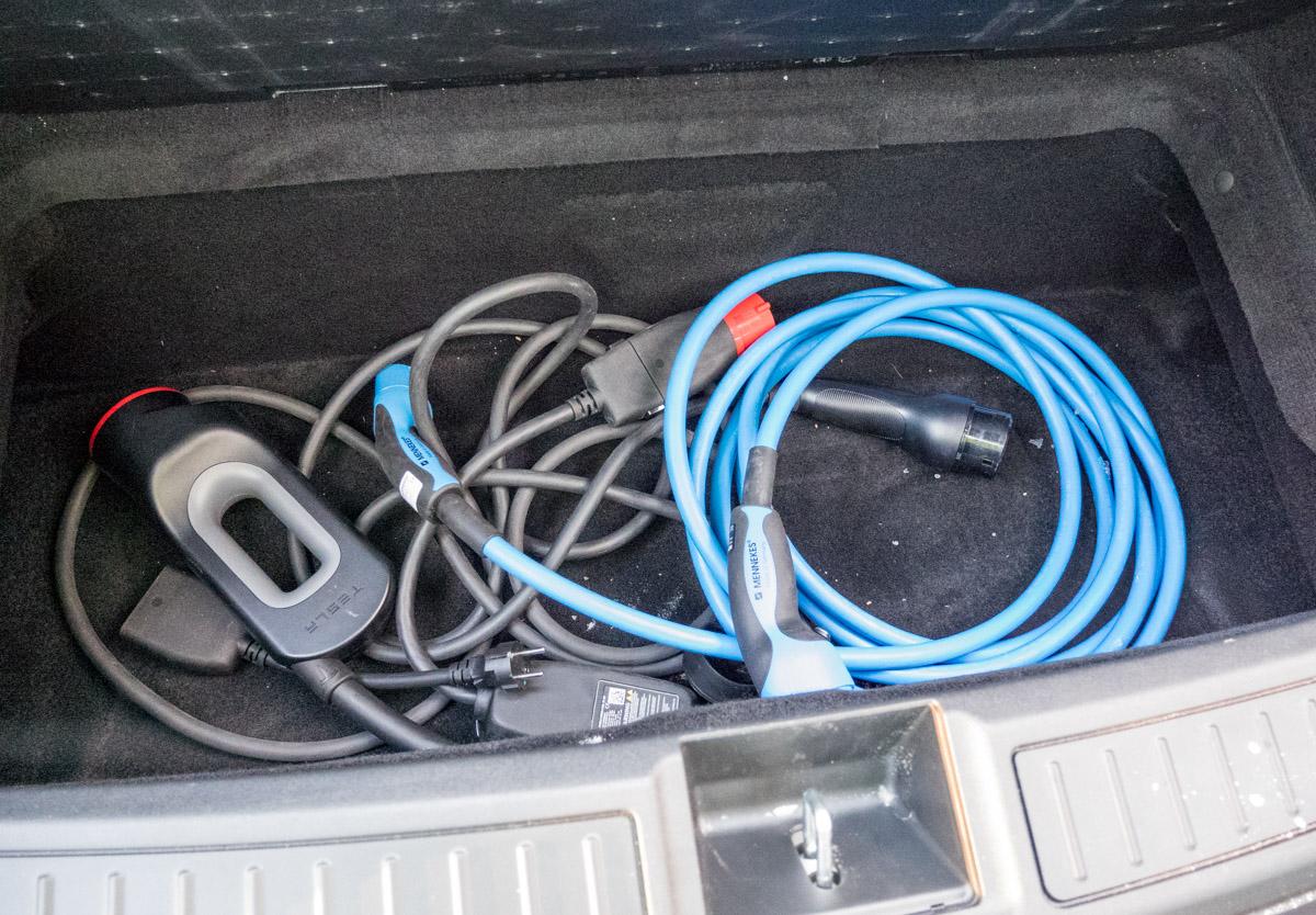 Sähköauton lataaminen kotona