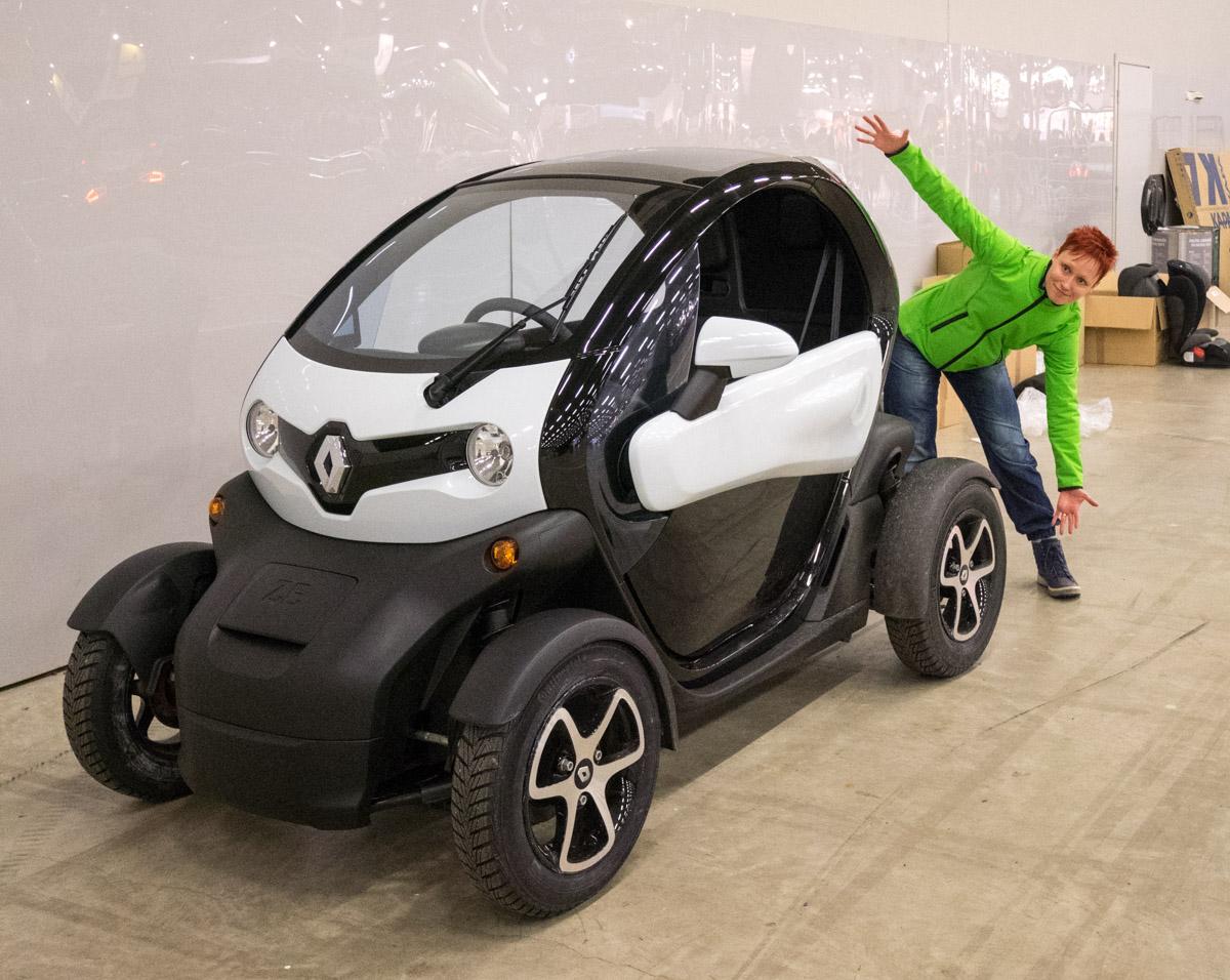 Auto 2016 -messujen hauskin koeajo: pikkuruinen sähköauto Renault Twizy