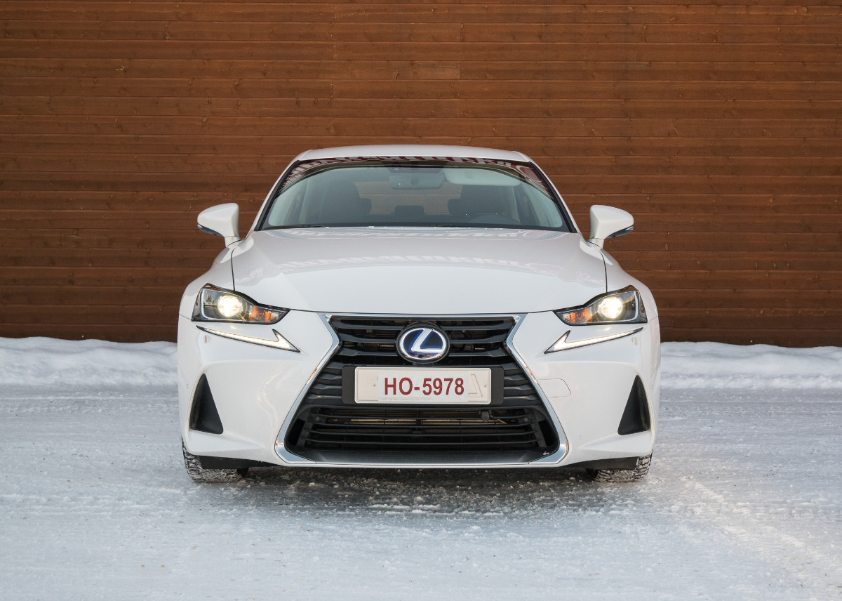 Lexus IS 300 h:n keula
