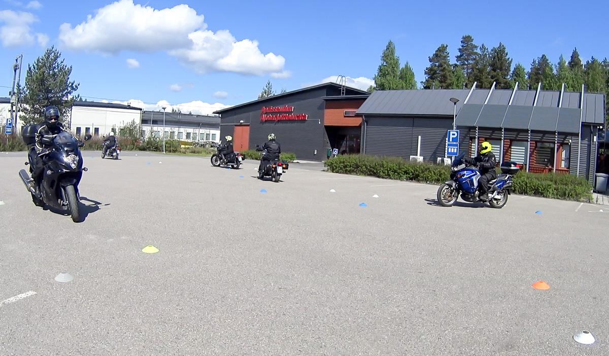Motoristi Survival Tour - mahtava moottoripyöräkoulutus! (osa 1.)