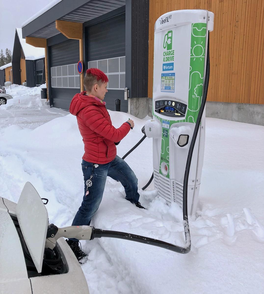 Sähköauto ilman kotilatausmahdollisuutta ja 10 muuta tarinaa sähköauton lataamisesta