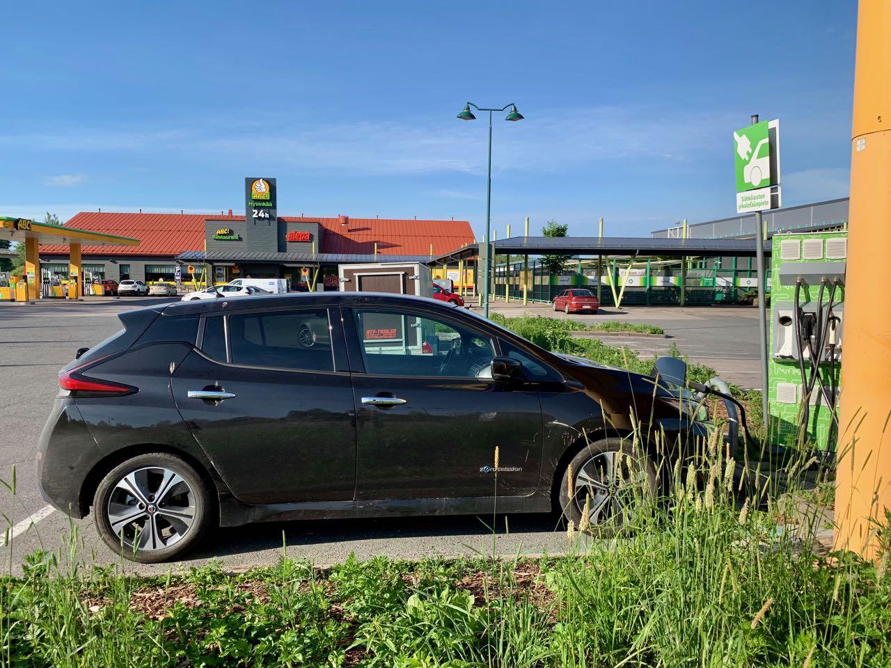 Nissan Leaf 40 kWh ei sovellu #rapidgaten takia Tampere-Helsinki -välin ajamiseen päiväreissuina