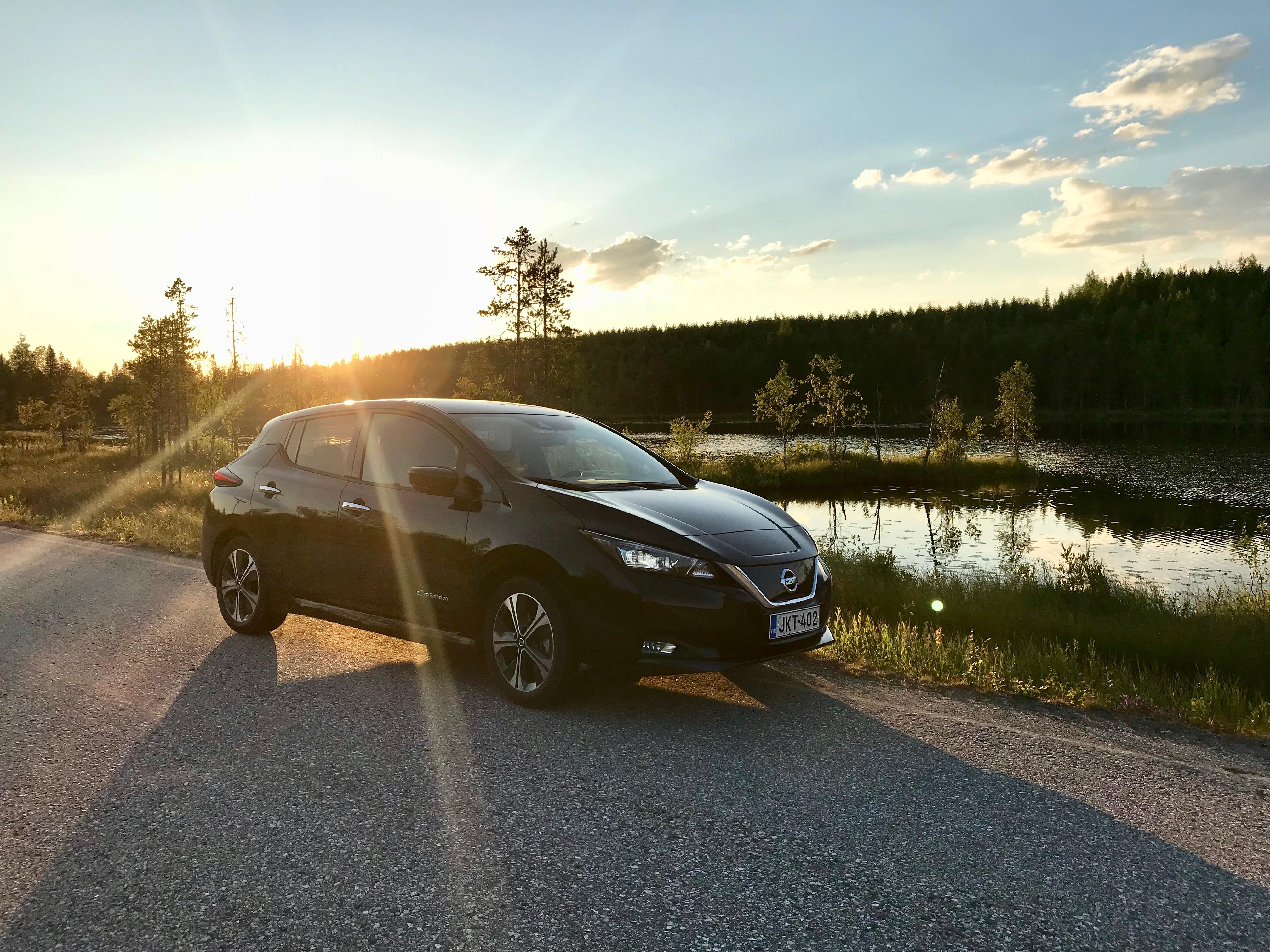 Vuosi Nissan Leaf 40 kWh sähköautolla