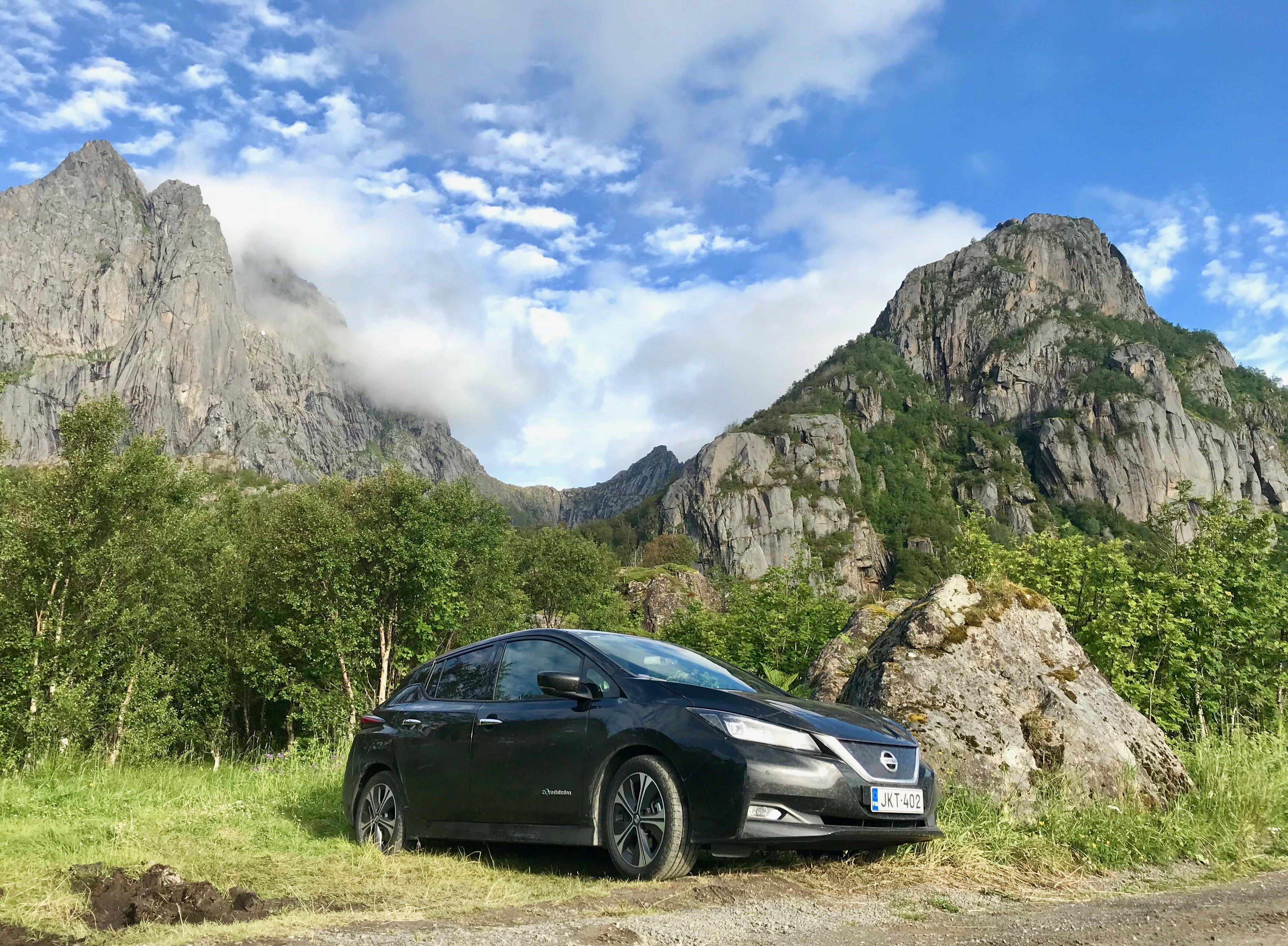 Sähköauto Nissan Leafilla Norjan Lofooteille menomatkan matkatarina