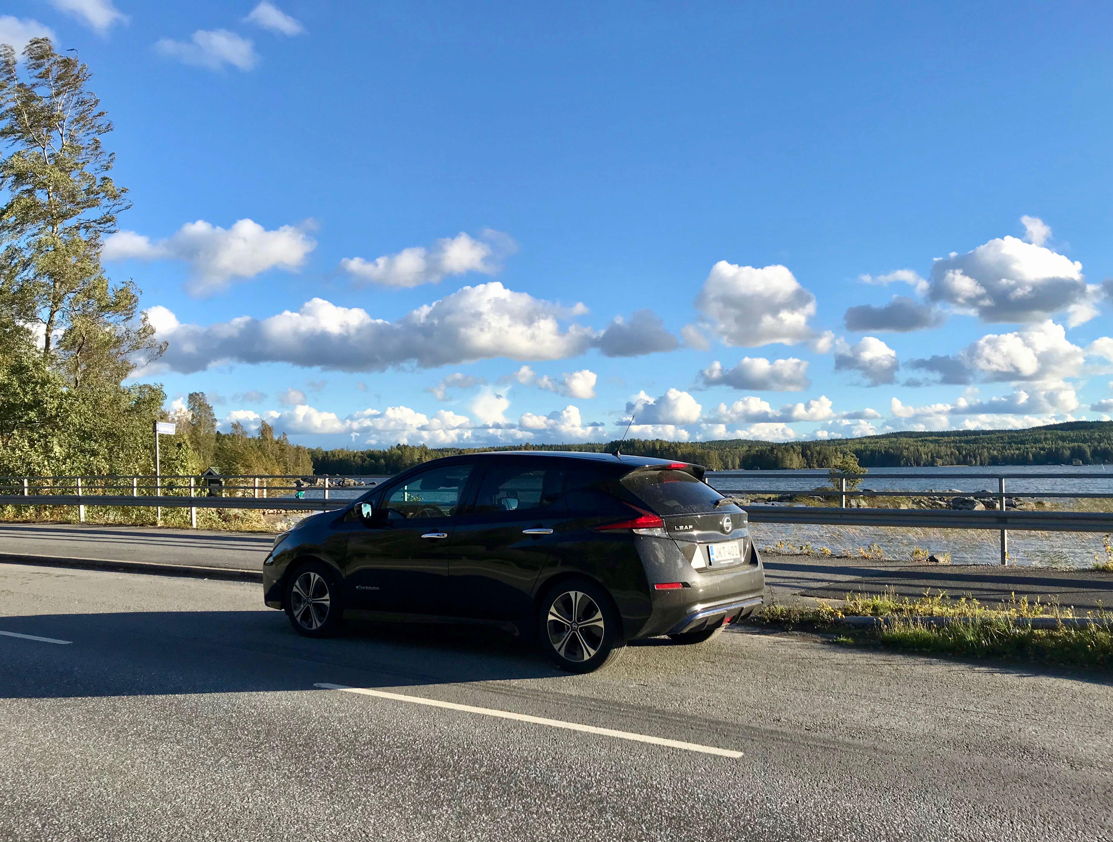 Ajo-opetusta sähköautolla: oppitunnit 2 ja 3