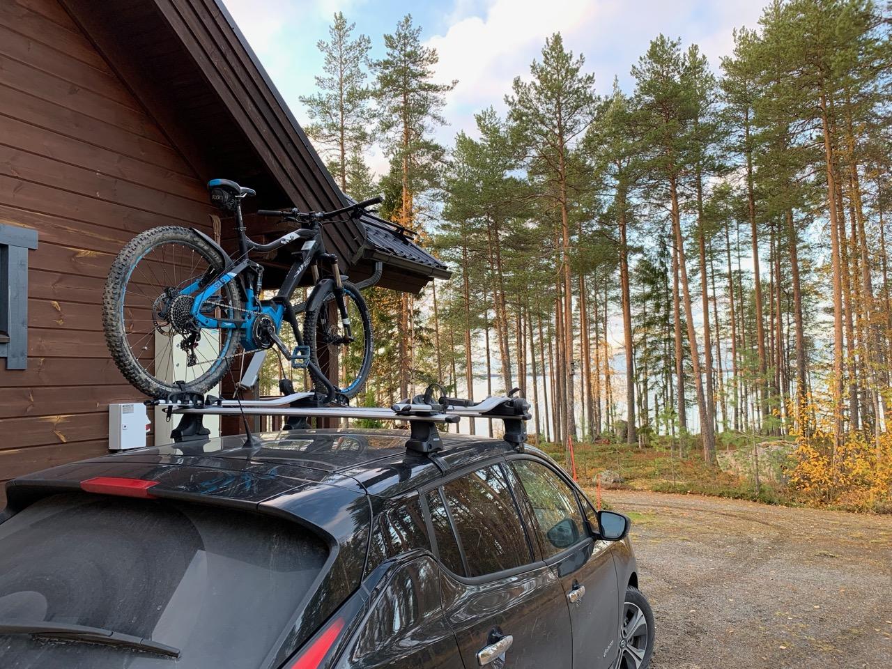 Pääseekö sähköautolla mökille pyörä katolla?