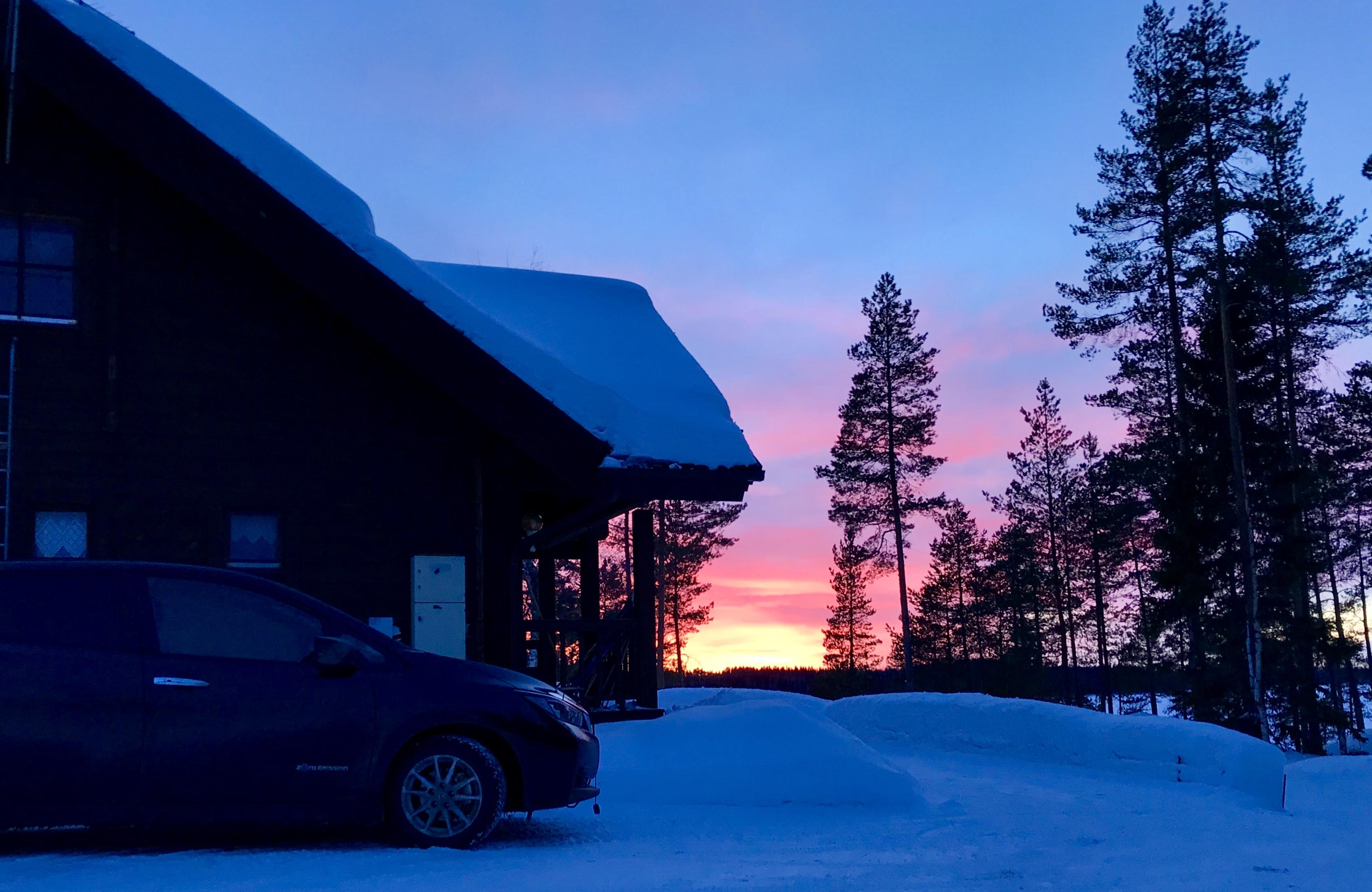 Talvella mökkeilemään sähköauto Nissan Leaf 40 kWh:lla 280 km päähän