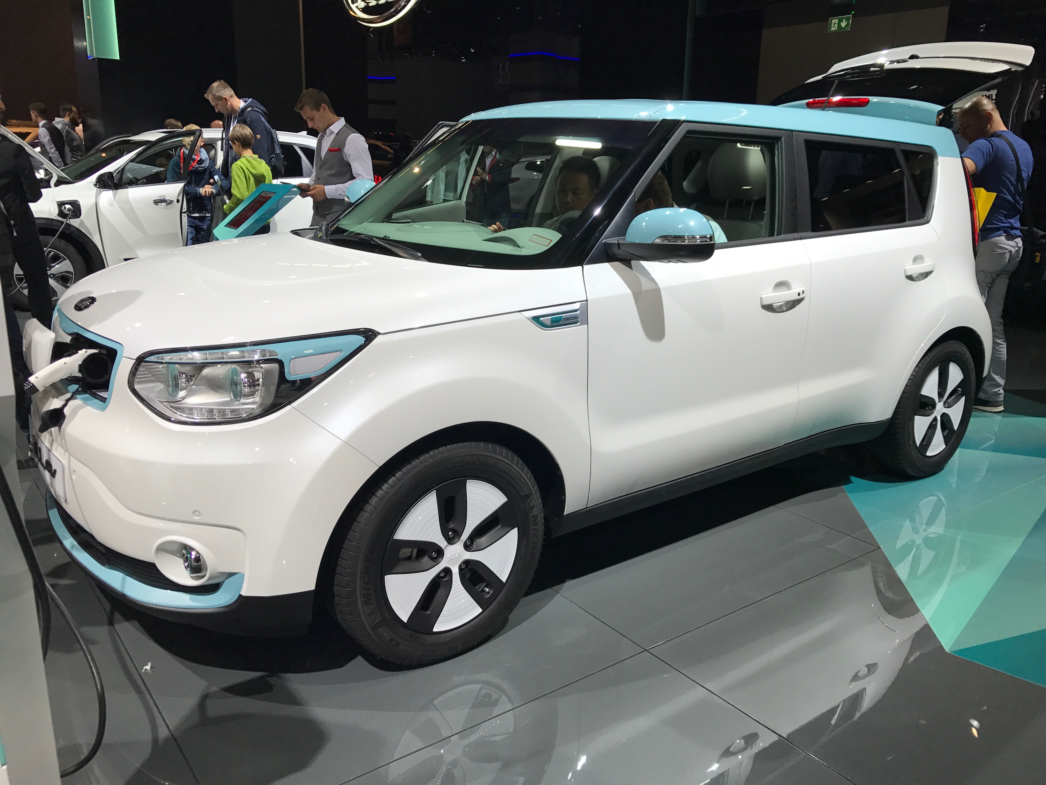 Hyundai Motor Groupin Kialla ja Hyundailla Frankfurtissa 2017 esillä vanhat sähköautomallit