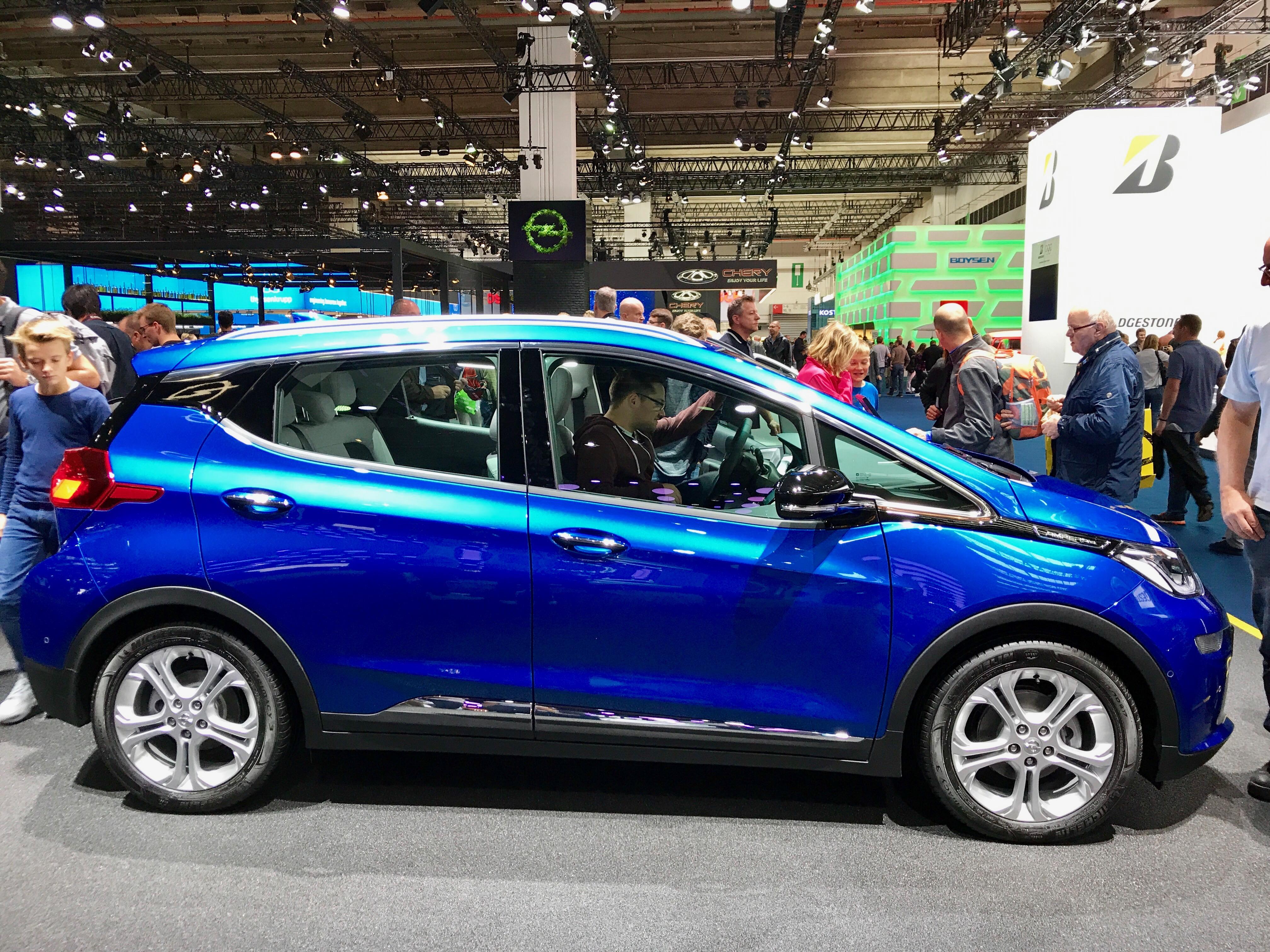 Opel Ampera-e oli esillä Frankfurtin autonäyttelyssä