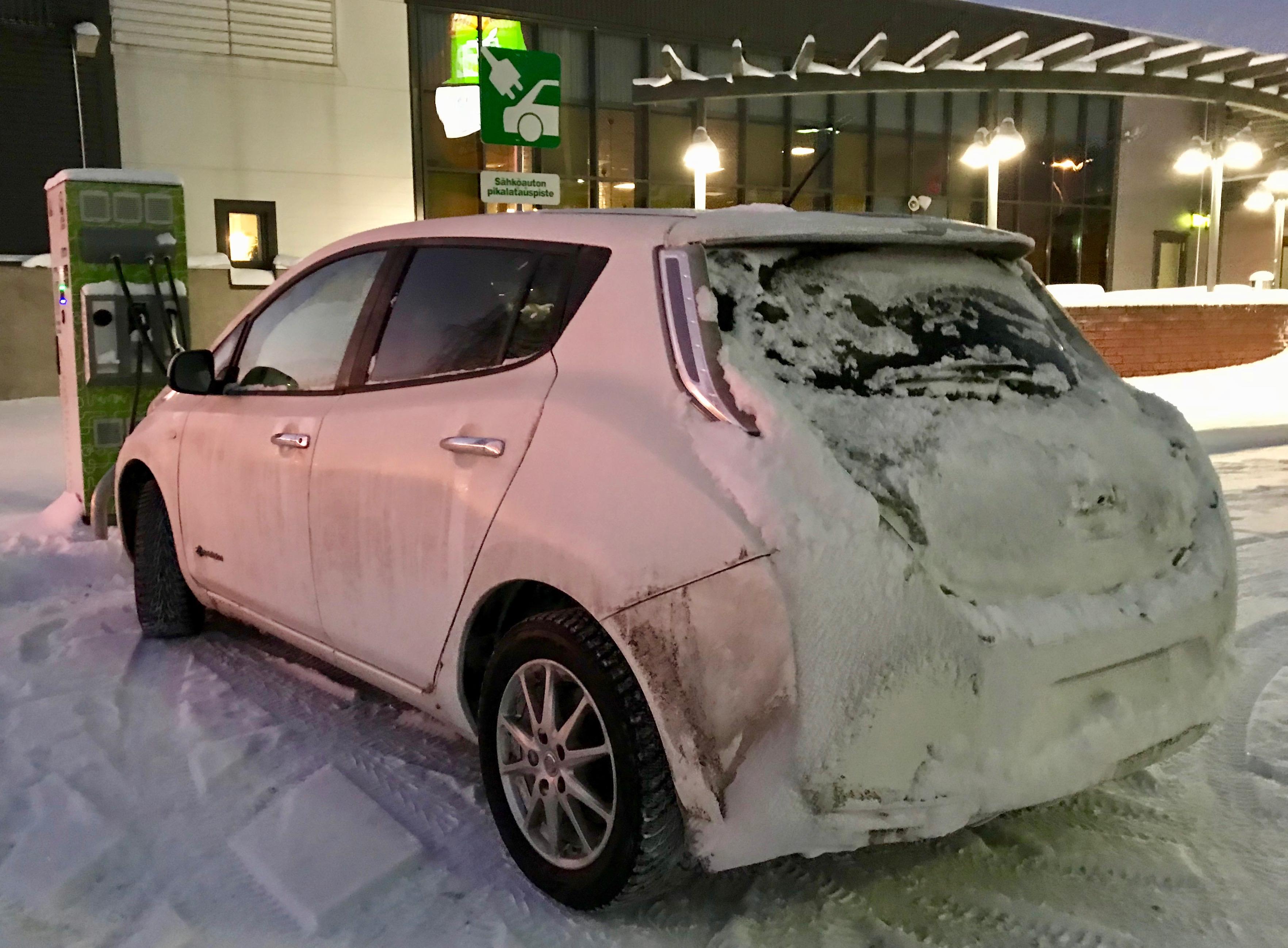 Nissan Leafin akku latautuu kylmänä nopeammin AC-laturista