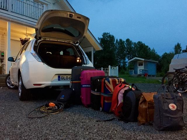 Perheen rantalomalle, lentoasemalle Hki-Vantaalle meno ja paluu Leafilla