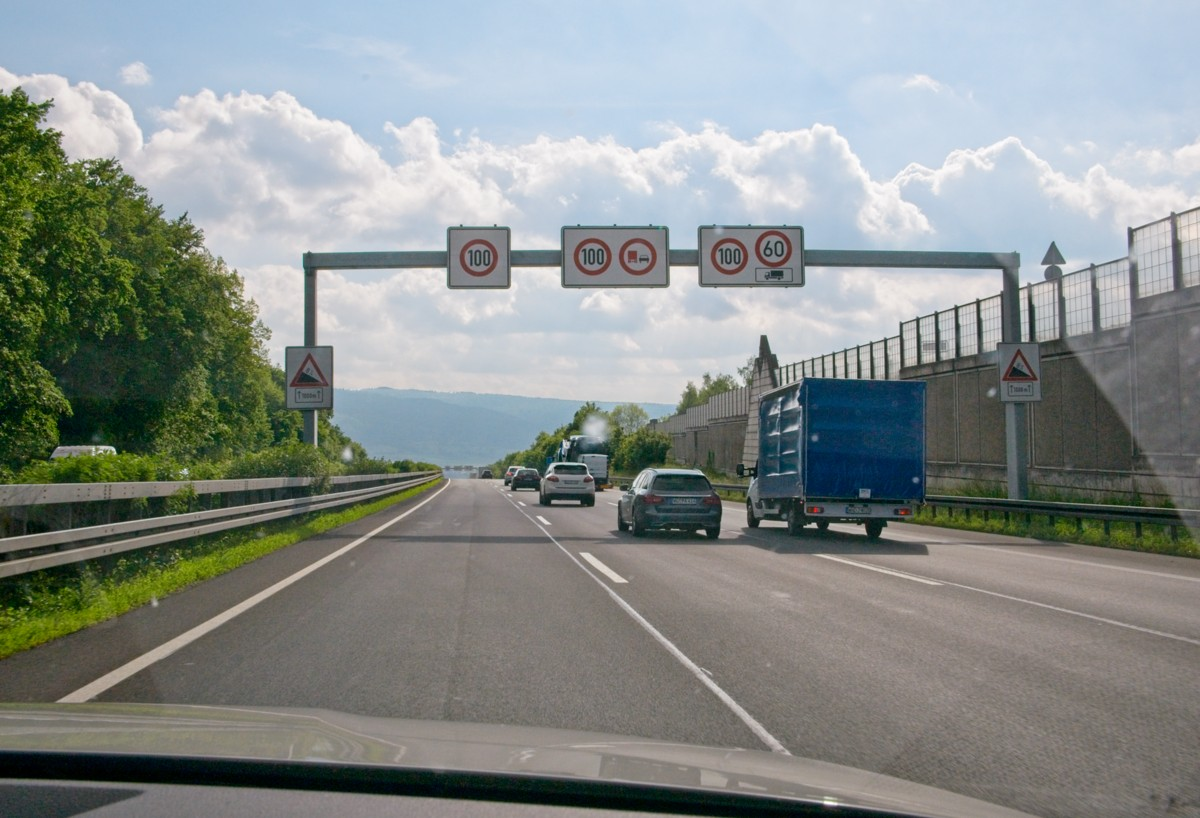 Autolla eurooppaan - mistä löytää maakohtaiset liikennesäännöt ja muut tiedot?