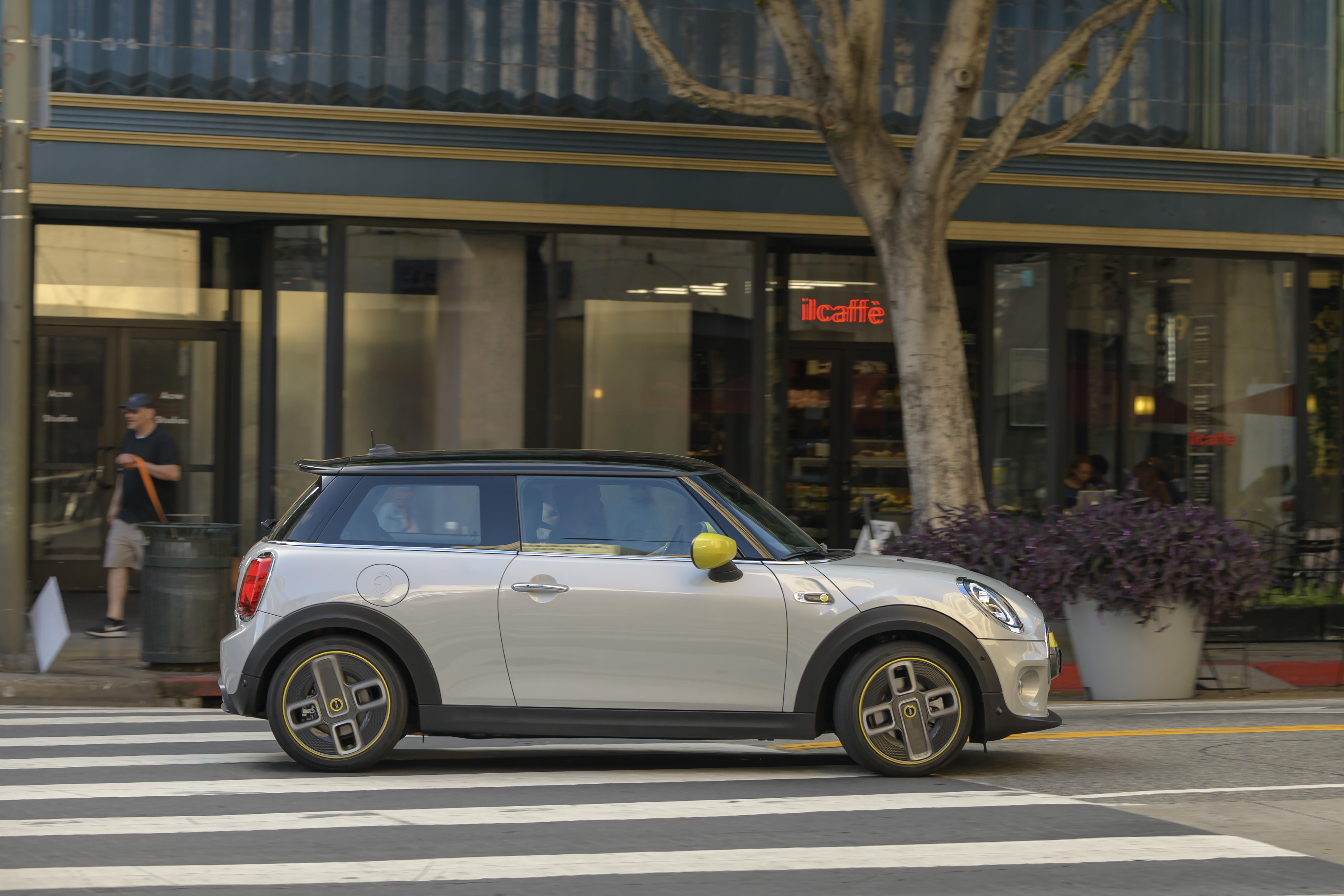 Mini Cooper SE on urbaanilla tavalla tyylikäs sähköauto